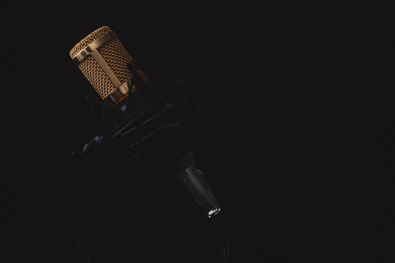 microphone 2130806 1280